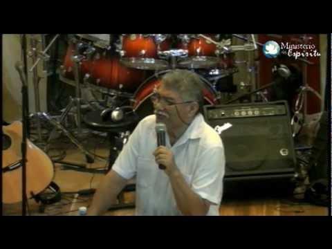 El pastor Simón González se caracterizaba por sus mensajes con abundantes comentarios jocosos. Foto/Cortesía